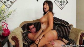 Hussy momma Tara Holiday enjoys hot lover